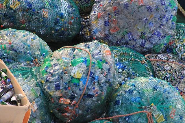 plastové fľaše.jpg