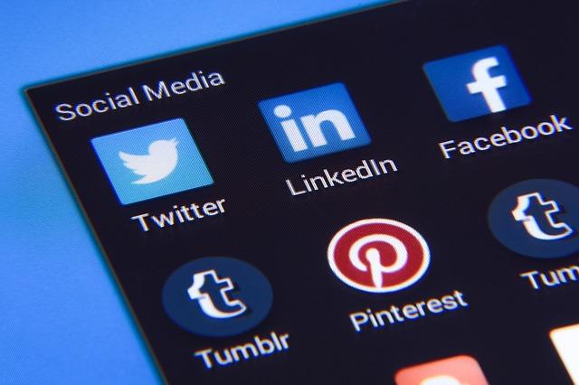 Sociálne média a siete.jpg