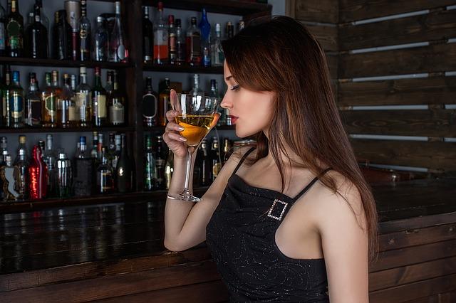 dievča pri bare.jpg