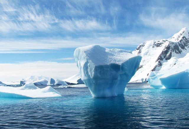 ledovec v moři.jpg