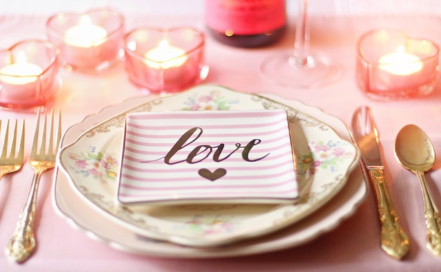 prestretý stôl s láskou.jpg