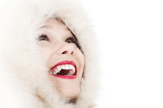 Žena, úsmev, výrazný rúž.jpg