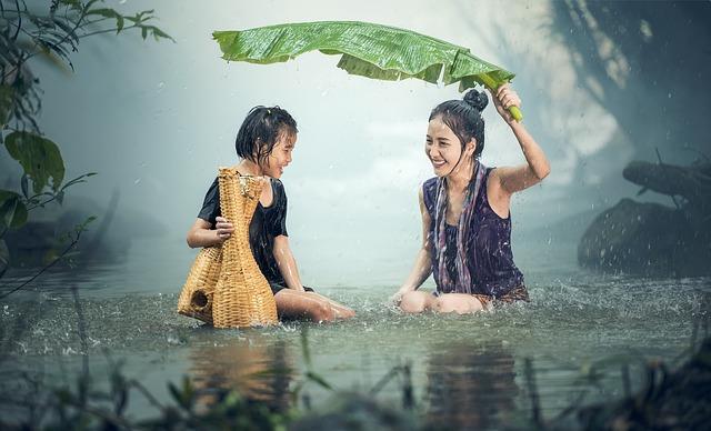 Ženy v rieke.jpg