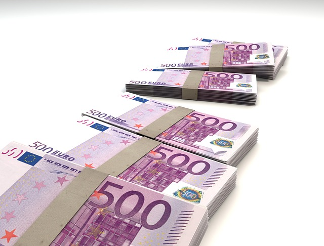balíčky peňazí.jpg