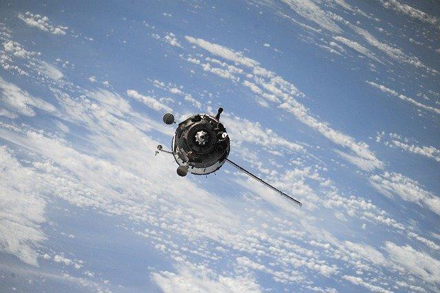 Vesmírny satelit.jpg