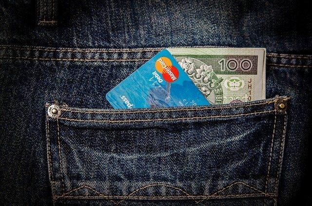 kreditka a peniaze.jpg