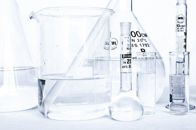 rôzne chemické nádoby.jpg