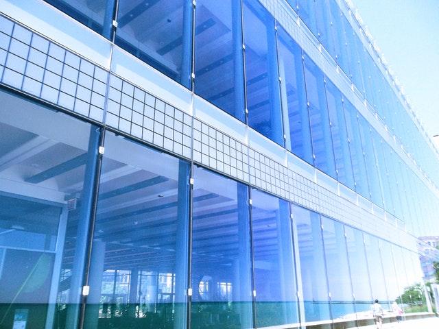 presklená budova