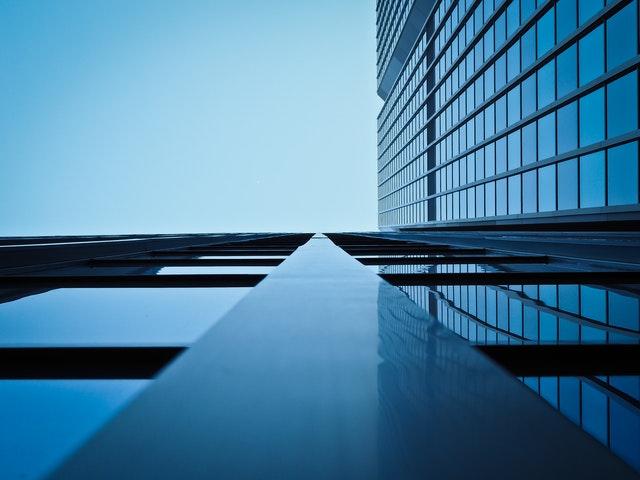 vysoká sklená budova